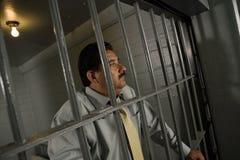 Εγκληματίας πίσω από τα κάγκελα στη φυλακή Στοκ εικόνες με δικαίωμα ελεύθερης χρήσης