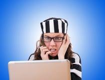 Εγκληματικός χάκερ με το lap-top στο λευκό στοκ φωτογραφία με δικαίωμα ελεύθερης χρήσης