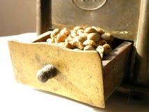 εγχειρίδιο μύλων καφέ Στοκ Φωτογραφίες