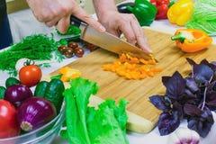 Εγχώρια κουζίνα Μικρό τεμαχισμένο πιπέρι γλυκών πορτοκαλιών στοκ φωτογραφίες
