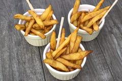 Εγχώρια τηγανητά στα κύπελλα για το πρόχειρο φαγητό Στοκ φωτογραφίες με δικαίωμα ελεύθερης χρήσης