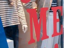 Εγώ κόκκινο κείμενο στο κατάστημα μόδας μπουτίκ Στοκ Εικόνα