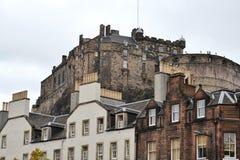 Εδιμβούργο Castle στο Καστλ Ροκ βλέπω από στο κέντρο της πόλης, Σκωτία, Ηνωμένο Βασίλειο, θερινή ημέρα στοκ εικόνα με δικαίωμα ελεύθερης χρήσης