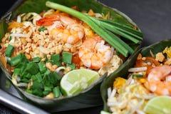 Εθνικά πιάτα της Ταϊλάνδης ` s, ανακατώνω-τηγανισμένο μαξιλάρι Ταϊλανδός νουντλς ρυζιού στοκ φωτογραφία