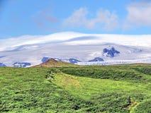 Εθνική άποψη πάρκων της Ισλανδίας Skaftafell των βουνών 2017 Στοκ Φωτογραφίες