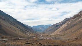 Εθνική οδός μέσω της κοιλάδας βουνών των Άνδεων, Αργεντινή στοκ φωτογραφίες με δικαίωμα ελεύθερης χρήσης