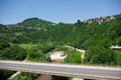 Εθνική οδός στους λόφους στοκ εικόνα με δικαίωμα ελεύθερης χρήσης