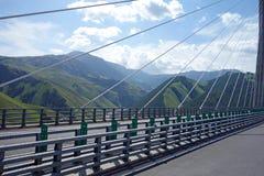 Εθνική οδός και γέφυρα στα βουνά Στοκ Εικόνα