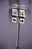 Εθνική οδός 141 οδικά σημάδια στην πλημμύρα του Μισσούρι Στοκ Φωτογραφία