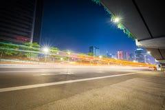 Εθνική οδός πόλεων τη νύχτα Στοκ Εικόνα