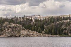 Εθνική οδός Beartooth - μακριά λίμνη Στοκ Φωτογραφία