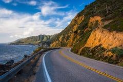 Εθνική οδός Pacific Coast και άποψη του Ειρηνικού Ωκεανού Στοκ εικόνες με δικαίωμα ελεύθερης χρήσης