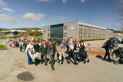 Εθνική παρέλαση παιδιών ` s στα ζωηρόχρωμα νορβηγικά κοστούμια στοκ φωτογραφία