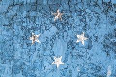 Εθνική σημαία στο υπόβαθρο του παλαιού τοίχου ελεύθερη απεικόνιση δικαιώματος