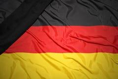 εθνική σημαία της Γερμανίας με τη μαύρη κορδέλλα πένθους Στοκ φωτογραφία με δικαίωμα ελεύθερης χρήσης