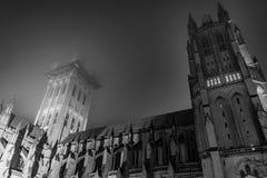 Εθνικός καθεδρικός ναός της Ουάσιγκτον σε μια ομιχλώδη νύχτα Στοκ Φωτογραφία