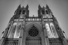 Εθνικός καθεδρικός ναός της Ουάσιγκτον σε μια ομιχλώδη νύχτα Στοκ Εικόνες