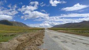 Εθνικός δρόμος No.318 στην Κίνα, ο τρόπος σε Lhasa, Θιβέτ, Κίνα Στοκ φωτογραφία με δικαίωμα ελεύθερης χρήσης