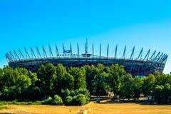 Εθνικό γήπεδο ποδοσφαίρου της Πολωνίας στη Βαρσοβία Ηλιόλουστη θερινή ημέρα με έναν μπλε ουρανό και πράσινα δέντρα Στοκ φωτογραφίες με δικαίωμα ελεύθερης χρήσης