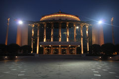 Εθνικό θέατρο της Βουδαπέστης τη νύχτα Στοκ φωτογραφία με δικαίωμα ελεύθερης χρήσης