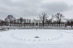 Εθνικό μνημείο Δεύτερου Παγκόσμιου Πολέμου στο Washington DC μετά από μια χιονοθύελλα Στοκ Εικόνες