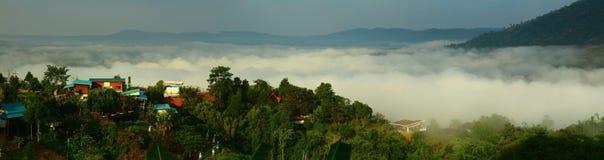 Εθνικό πάρκο Ταϊλάνδη Khao Kho πρωινού ομίχλης στοκ φωτογραφία