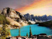 Εθνικό πάρκο Banff, ηλιοβασίλεμα λιμνών Moraine Στοκ εικόνα με δικαίωμα ελεύθερης χρήσης