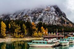Εθνικό πάρκο minnewanka λιμνών, Αλμπέρτα, Καναδάς στοκ εικόνες