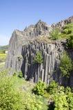 Εθνικό φυσικό μνημείο που ονομάζεται το skala Panska, κιονοειδής ενωμένος βράχος βασαλτών στο χωριό Kamenicky senov στην Τσεχία στοκ εικόνα με δικαίωμα ελεύθερης χρήσης