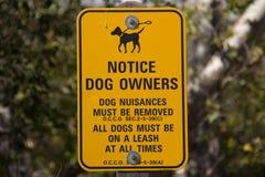 Ειδοποίηση στους ιδιοκτήτες σκυλιών στοκ εικόνα