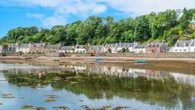 Ειδυλλιακή άποψη Plockton, χωριό στο Χάιλαντς της Σκωτίας στο νομό του Ross και Cromarty Στοκ εικόνες με δικαίωμα ελεύθερης χρήσης