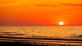 Ειδυλλιακός πυροβολισμός του ηλιοβασιλέματος θαλασσίως στοκ φωτογραφίες με δικαίωμα ελεύθερης χρήσης