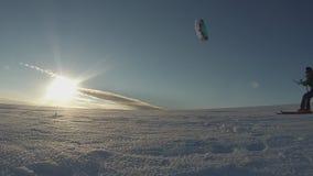 Ειδυλλιακός parasailing πυροβολισμός φιλμ μικρού μήκους