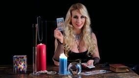 Εικασίες μαγισσών στις κάρτες απόθεμα βίντεο