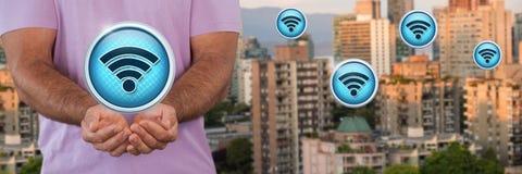 Εικονίδια WI-Fi και άτομο με την παλάμη χεριών ανοικτή στην πόλη Στοκ Εικόνα