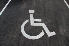 Εικονίδιο αναπηρίας Χώρος στάθμευσης με το σημάδι και το σύμβολο αναπηρίας Κενό διατηρημένο άτομα με ειδικές ανάγκες διάστημα στά Στοκ εικόνες με δικαίωμα ελεύθερης χρήσης