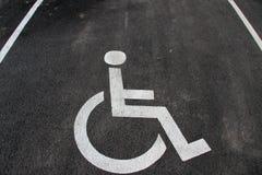 Εικονίδιο αναπηρίας Χώρος στάθμευσης με το σημάδι και το σύμβολο αναπηρίας Κενό διατηρημένο άτομα με ειδικές ανάγκες διάστημα στά Στοκ φωτογραφία με δικαίωμα ελεύθερης χρήσης