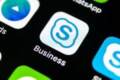 Εικονίδιο επιχειρηματικής εφαρμογής Skype στο iPhone Χ της Apple κινηματογράφηση σε πρώτο πλάνο οθόνης smartphone App επιχειρησια Στοκ εικόνα με δικαίωμα ελεύθερης χρήσης