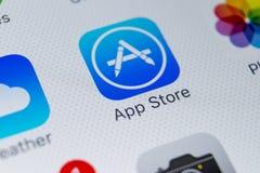 Εικονίδιο εφαρμογής καταστημάτων της Apple στο iPhone 8 της Apple κινηματογράφηση σε πρώτο πλάνο οθόνης smartphone Κινητό εικονίδ Στοκ φωτογραφίες με δικαίωμα ελεύθερης χρήσης