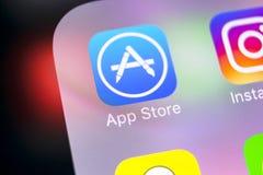 Εικονίδιο εφαρμογής καταστημάτων της Apple στο iPhone Χ της Apple κινηματογράφηση σε πρώτο πλάνο οθόνης smartphone Κινητό εικονίδ Στοκ εικόνα με δικαίωμα ελεύθερης χρήσης