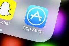 Εικονίδιο εφαρμογής καταστημάτων της Apple στο iPhone Χ της Apple κινηματογράφηση σε πρώτο πλάνο οθόνης smartphone Κινητό εικονίδ Στοκ εικόνες με δικαίωμα ελεύθερης χρήσης