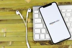 Εικονίδιο εφαρμογής πωλητών του Αμαζονίου στο iPhone Χ της Apple κινηματογράφηση σε πρώτο πλάνο οθόνης App AmazonSeller εικονίδιο Στοκ εικόνες με δικαίωμα ελεύθερης χρήσης