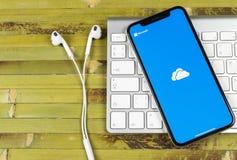 Εικονίδιο εφαρμογής της Microsoft OneDrive στο iPhone Χ της Apple κινηματογράφηση σε πρώτο πλάνο οθόνης Onedrive app εικονίδιο τη Στοκ Εικόνες