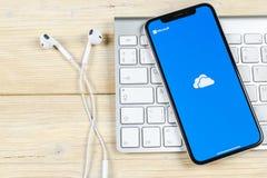 Εικονίδιο εφαρμογής της Microsoft OneDrive στο iPhone Χ της Apple κινηματογράφηση σε πρώτο πλάνο οθόνης Onedrive app εικονίδιο τη Στοκ εικόνα με δικαίωμα ελεύθερης χρήσης