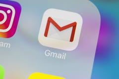 Εικονίδιο εφαρμογής του Gmail Google στο iPhone Χ της Apple κινηματογράφηση σε πρώτο πλάνο οθόνης smartphone Εικονίδιο του Gmail  Στοκ φωτογραφία με δικαίωμα ελεύθερης χρήσης