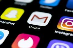 Εικονίδιο εφαρμογής του Gmail Google στο iPhone Χ της Apple κινηματογράφηση σε πρώτο πλάνο οθόνης smartphone Εικονίδιο του Gmail  Στοκ Εικόνες