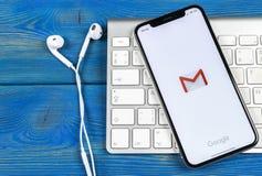 Εικονίδιο εφαρμογής του Gmail Google στο iPhone Χ της Apple κινηματογράφηση σε πρώτο πλάνο οθόνης smartphone Εικονίδιο του Gmail  Στοκ φωτογραφίες με δικαίωμα ελεύθερης χρήσης