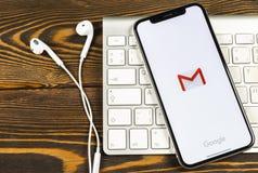 Εικονίδιο εφαρμογής του Gmail Google στο iPhone Χ της Apple κινηματογράφηση σε πρώτο πλάνο οθόνης smartphone Εικονίδιο του Gmail  Στοκ εικόνες με δικαίωμα ελεύθερης χρήσης