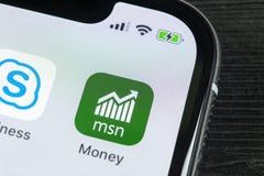 Εικονίδιο εφαρμογής χρημάτων της Microsoft MSN στο iPhone Χ της Apple κινηματογράφηση σε πρώτο πλάνο οθόνης smartphone App χρημάτ Στοκ φωτογραφίες με δικαίωμα ελεύθερης χρήσης