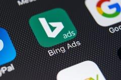 Εικονίδιο εφαρμογής Bing στο iPhone Χ της Apple κινηματογράφηση σε πρώτο πλάνο οθόνης App αγγελιών Bing εικονίδιο Οι αγγελίες Bin Στοκ Εικόνα